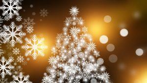 Weihnachtskarte mit Weihnachtsbaum und Schneekristallen