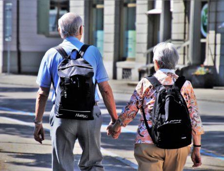 Können Berichte aus dem nahen Umfeld über Hör-Probleme auf ein erhöhtes Demenzrisiko hinweisen?