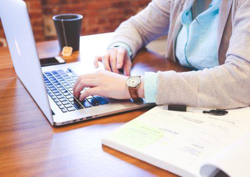 """Digitales Angebot: Online-Pflegekurs """"Alzheimer & Demenz"""""""