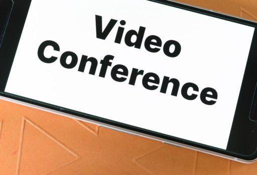 Schriftzug auf Smartphone: Video Conference