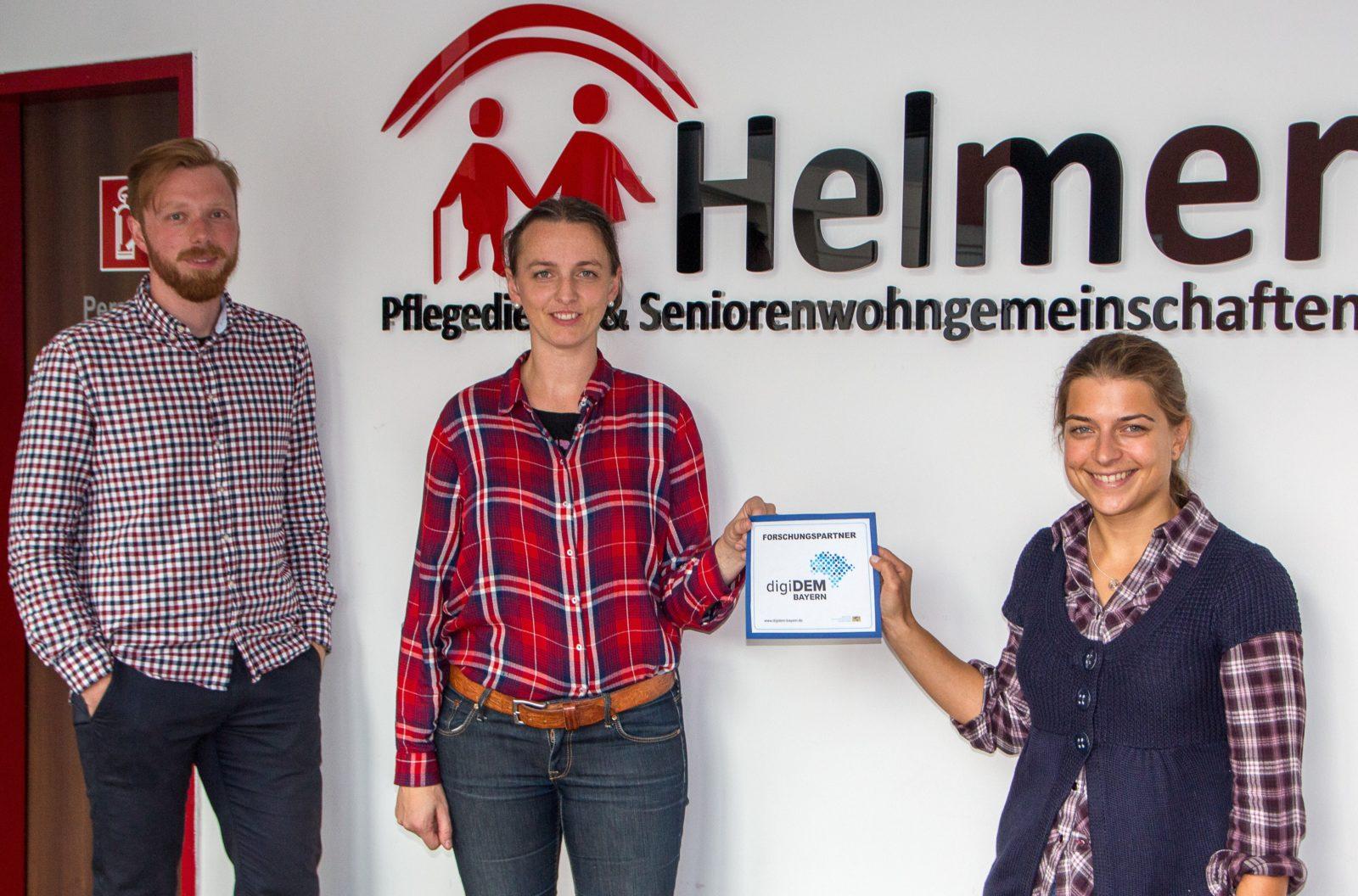 Sabine Helmer (M.) mit Sebastian Meuer und Christina Chmelirsch von digiDEM Bayern
