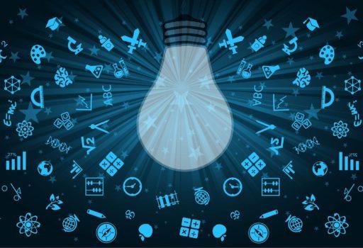 Symbolbild: Glühbirne umgeben von verschiedenen Icons