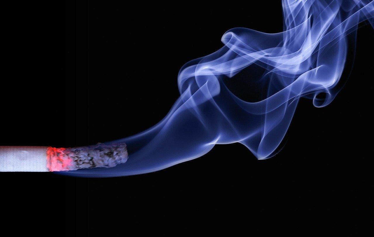 ZIgarette mit Rauch